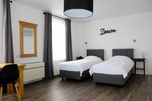 Single beds (optional)